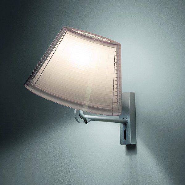 Der schwenkbare Lampenschirm der Wandleuchte Nolita A