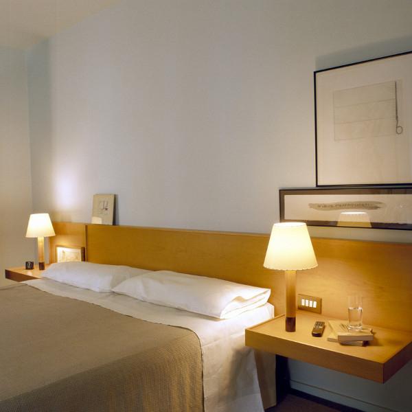 santa cole leuchten angebote besonderheiten. Black Bedroom Furniture Sets. Home Design Ideas